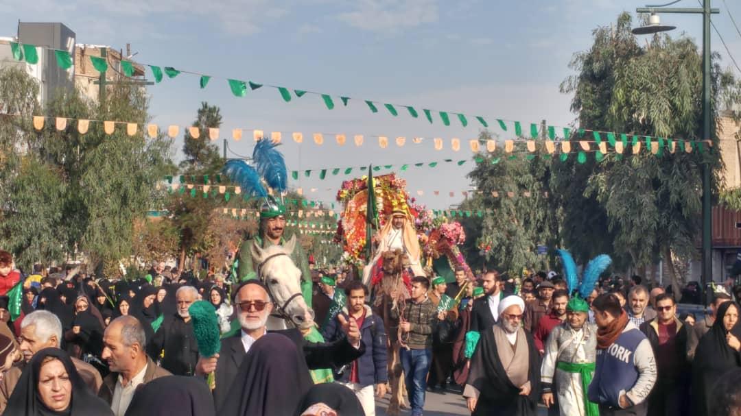 حضور خادمین بیت الرضا(ع) در آیین استقبال از کاروان نمادین سالروز ورود حضرت معصومه(س) به شهر قم