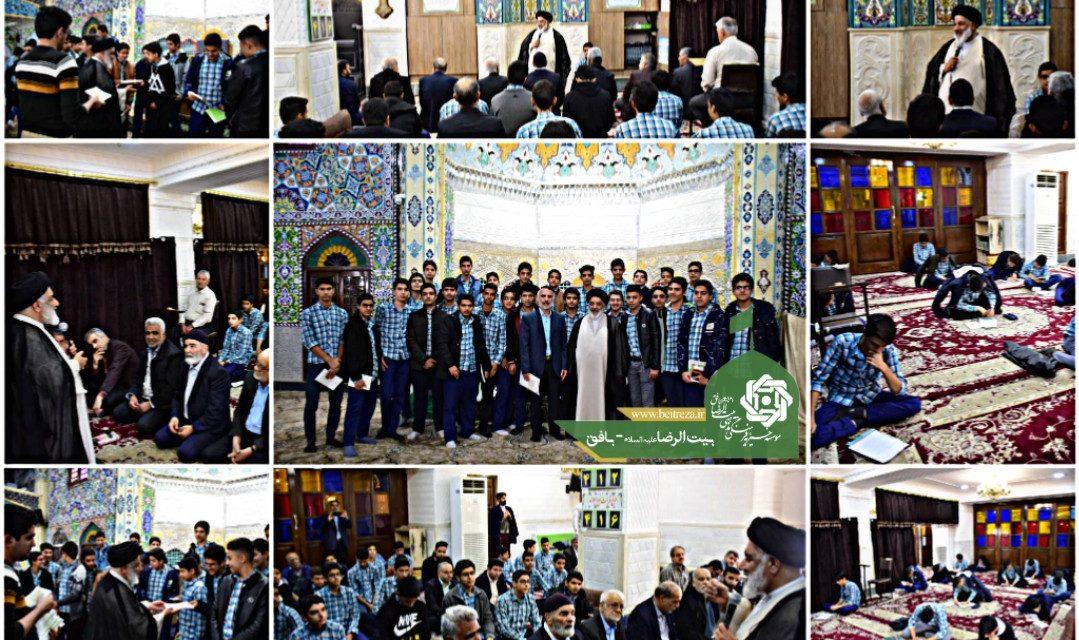حضور دانش آموزان پایه دهم دبیرستان نمونه امام رضا (ع) در نماز جماعت