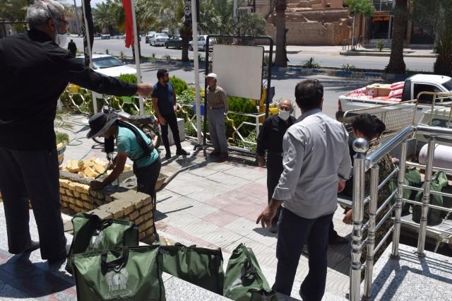 توزیع بسته های معیشتی توسط خادمان آستان قدس